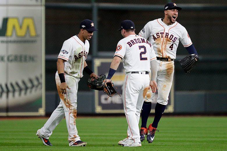 太空人左外野手布蘭特利(左)接到球後長傳一壘造成雙殺,連隊友們都感到驚奇,右外野...