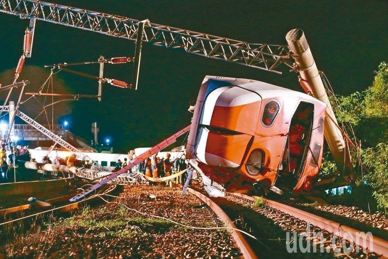 去年10月21日,台鐵普悠瑪事故造成18死。本報資料照片