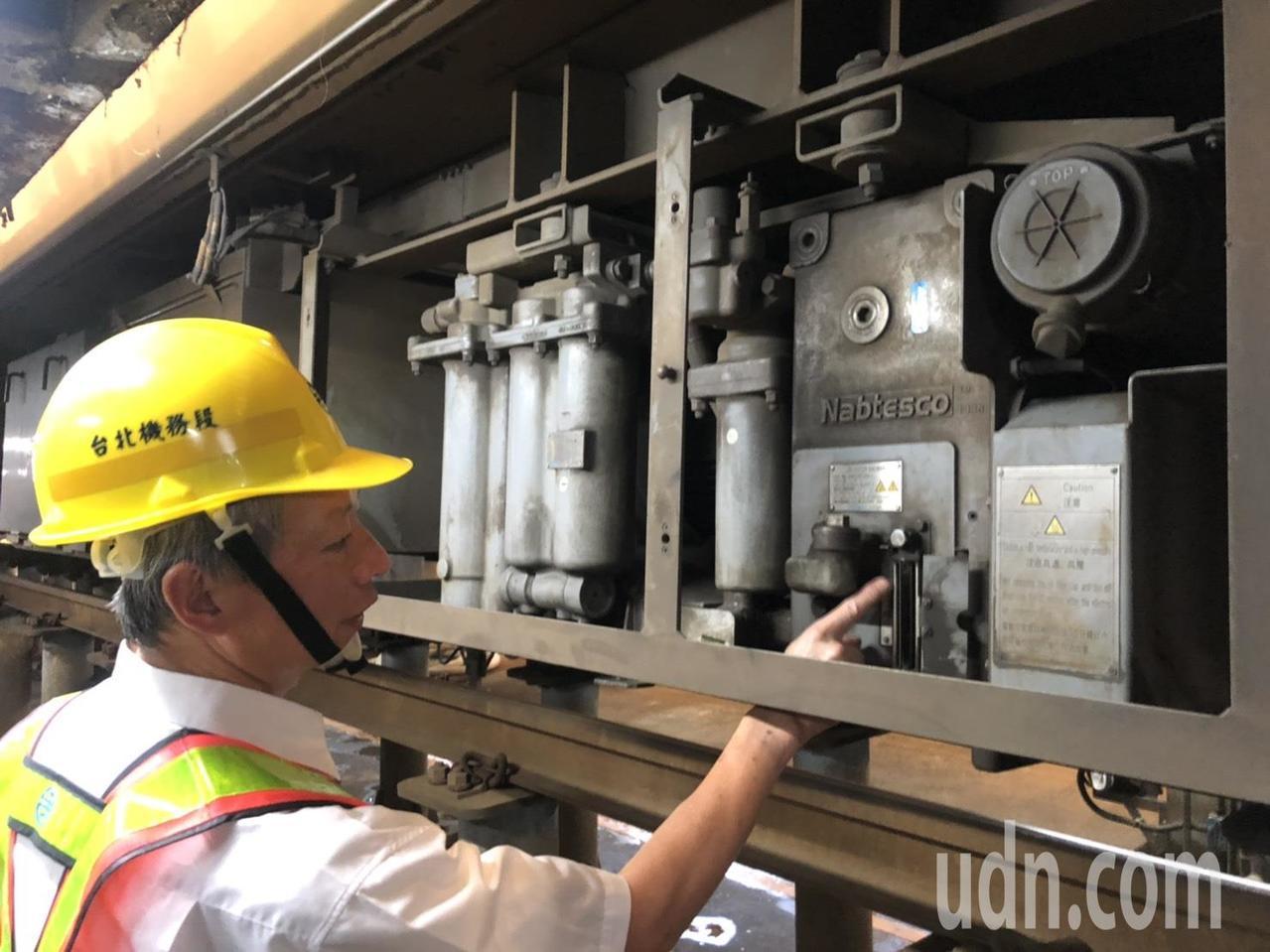 目前台鐵列車的出庫「防火牆」,已成功擋下14列有問題的車輛。記者侯俐安/攝影