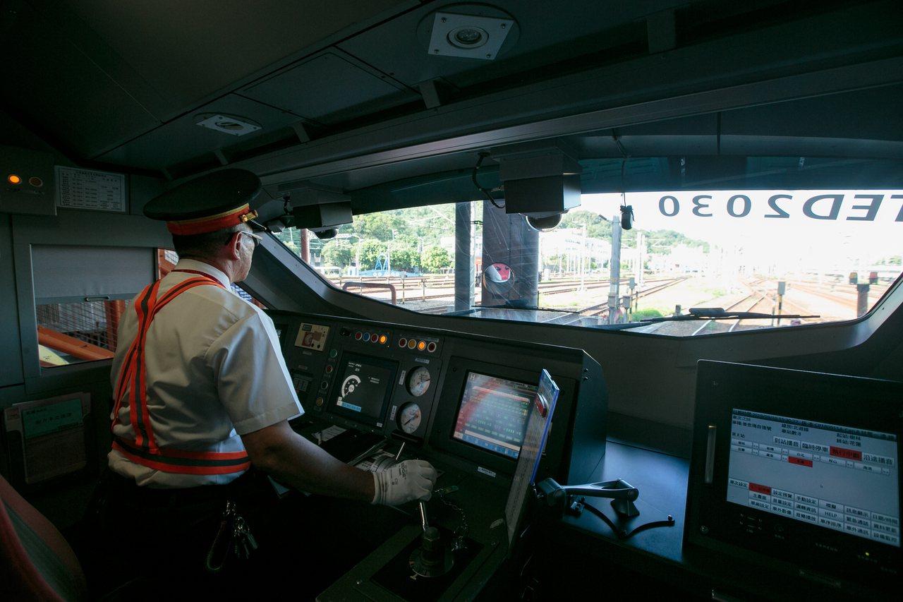 圖為即將發車的普悠瑪列車。記者曾原信/攝影
