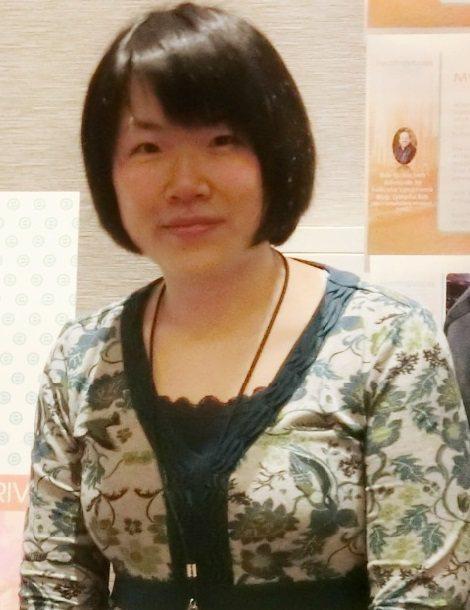 台灣乾癬協會秘書長王雅馨表示,協會幾乎每天都會接到患者來電訴苦,無論是藥物療效差、生物製劑被停、甚至憂鬱、人際關係不良等,他們都會協助患者先安定心情,再協助後續治療申請。圖/王雅馨提供