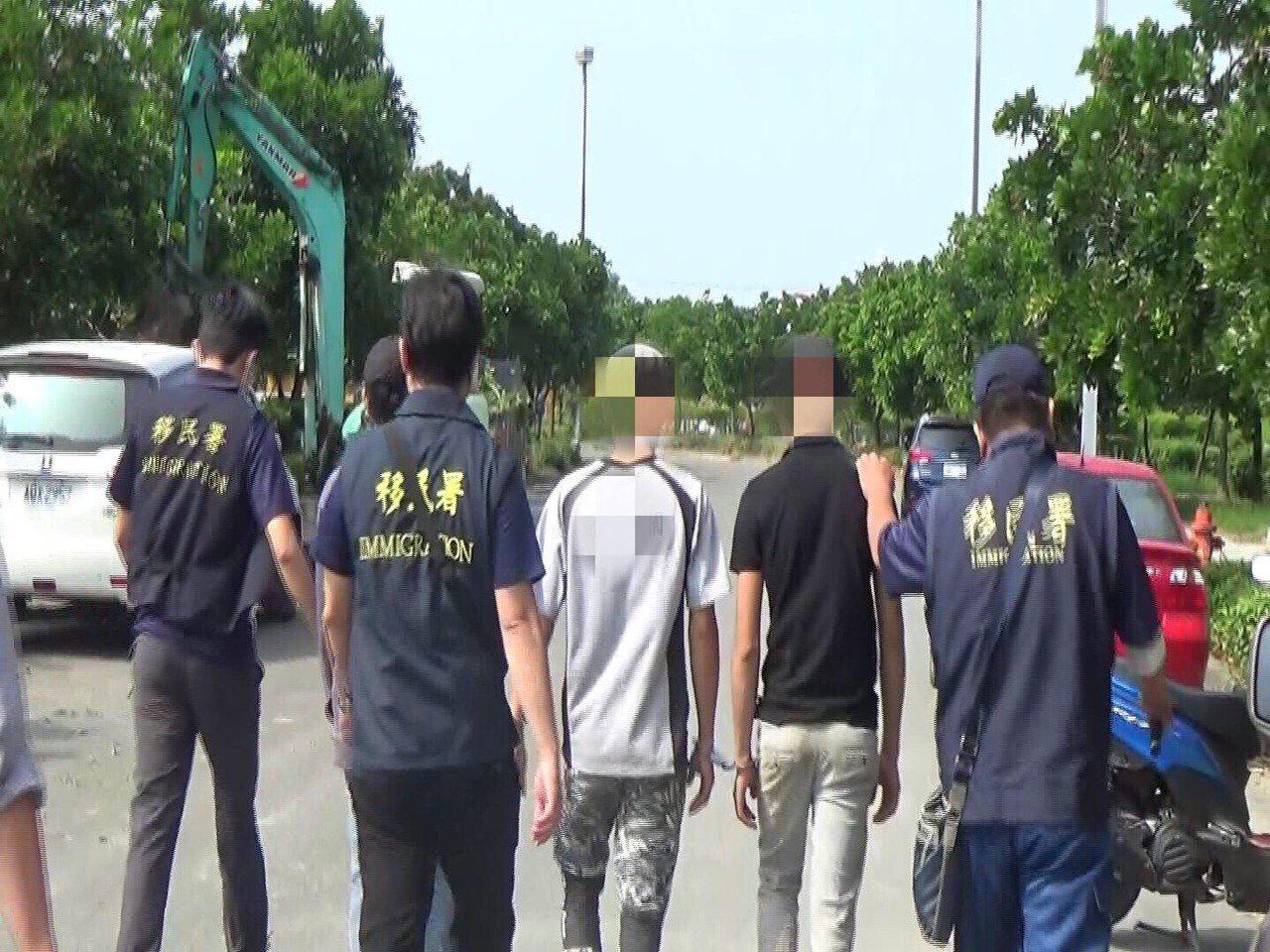 移民署南區事務大隊雲林縣專勤隊昨日執行全國擴大聯合查緝行動,共計查獲42人,其中...