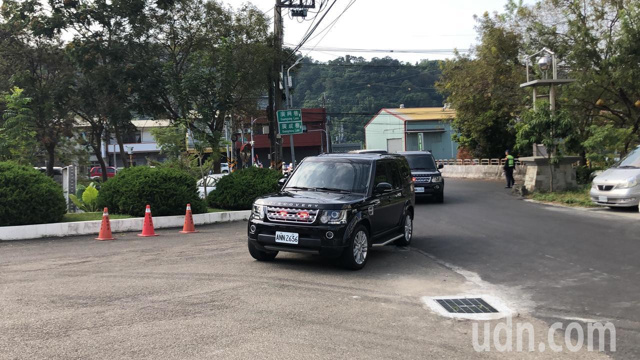 總統蔡英文車隊9:03到達天皇宮。 記者陳秋雲/攝影