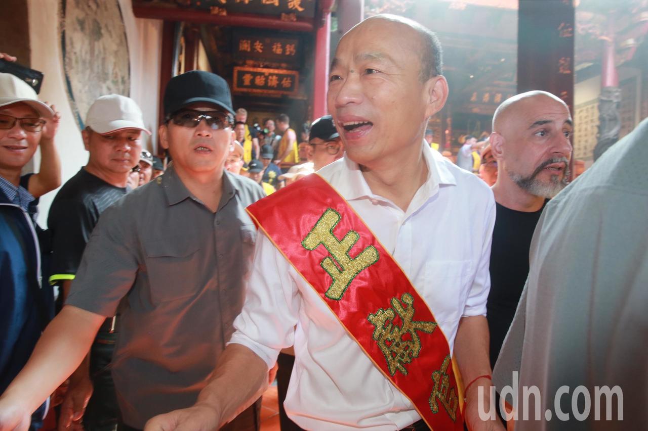 國民黨總統參選人韓國瑜上午前台南大天后宮參拜。記者黃義書/攝影