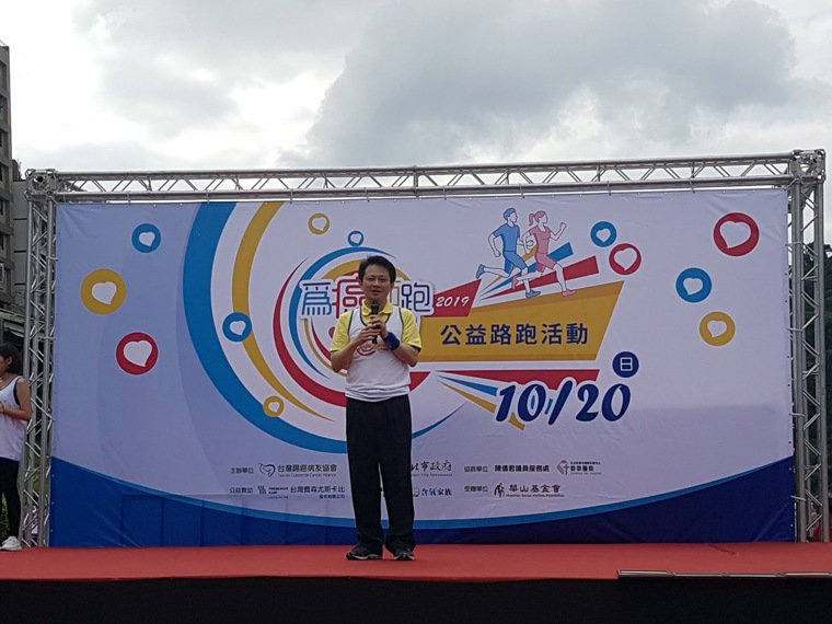 台灣腸癌病友協會理事長王照元表示培養良好運動習慣和均衡飲食,才有體力與癌細胞對抗...