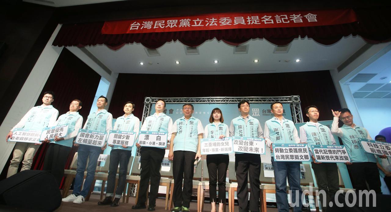 柯文哲在台灣民眾黨提名記者會受訪中酸韓國瑜什麼都還沒做。記者劉學聖/攝影