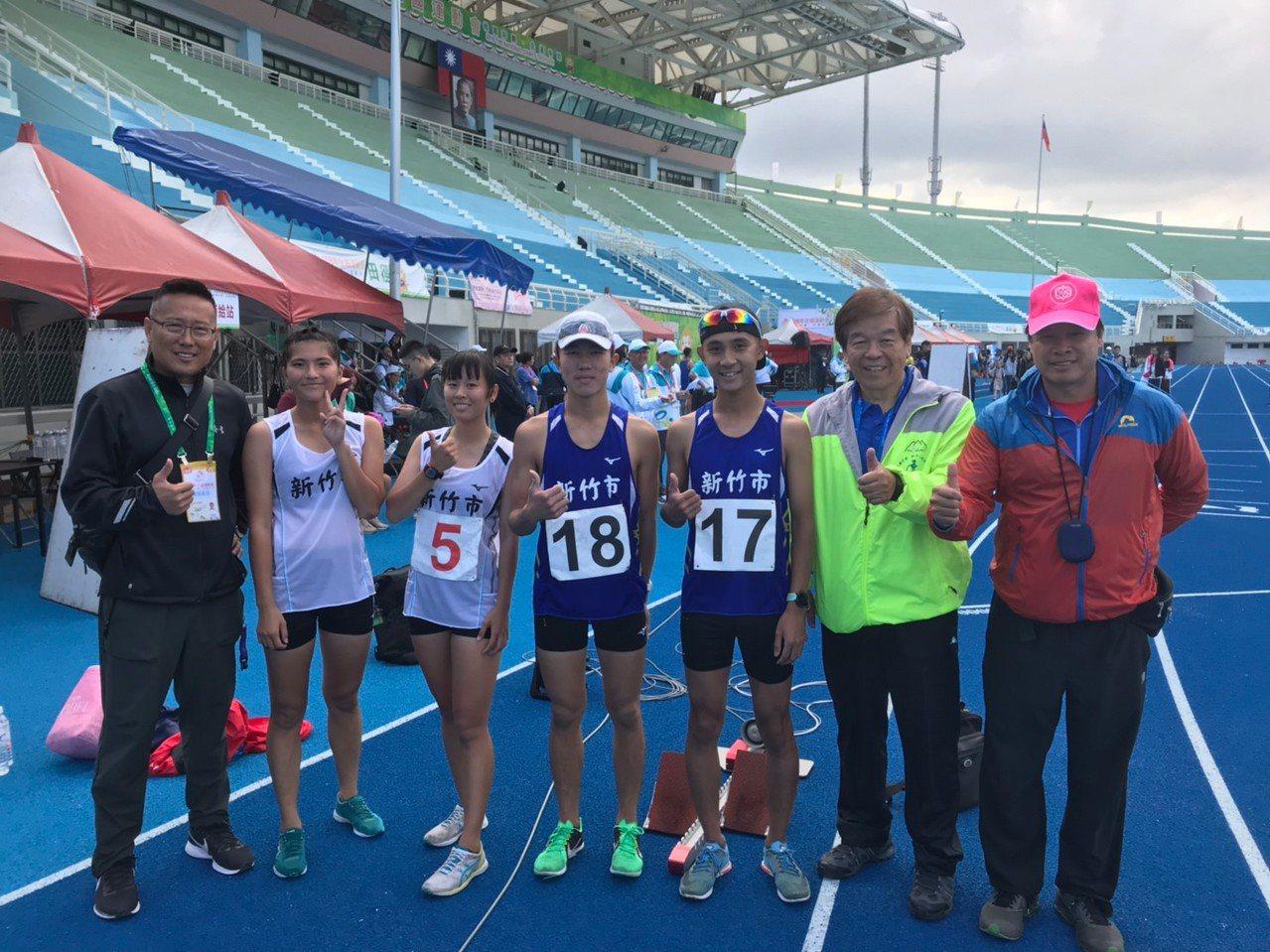 竹市選手吳宇欣、陳美華、方彣愷、許嘉維參加競走獲銅牌。圖/教育處提供