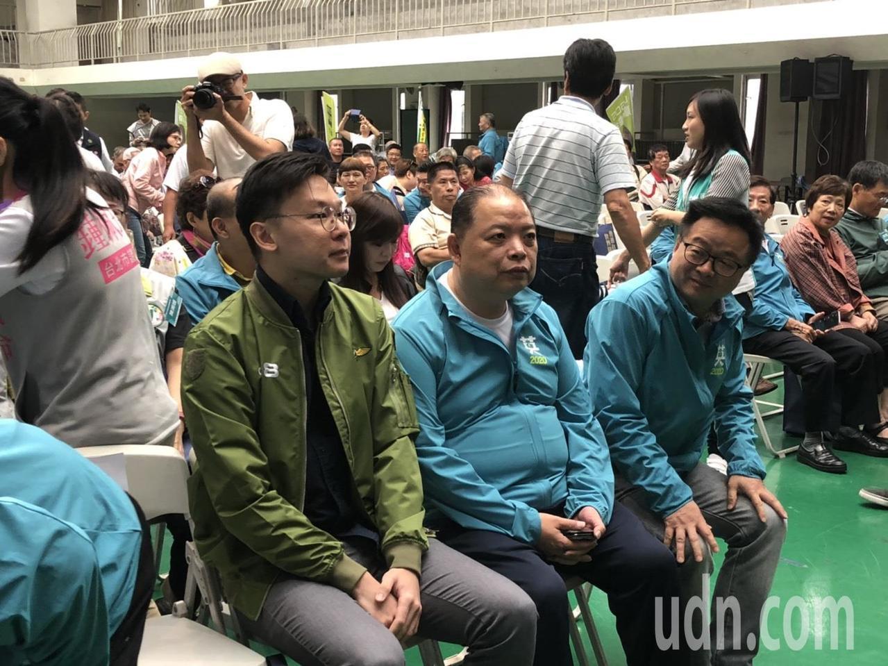 民進黨副秘書長林飛帆昨在臉書上表示,民進黨的不分區名單,如果跳脫不了地方家族派系...