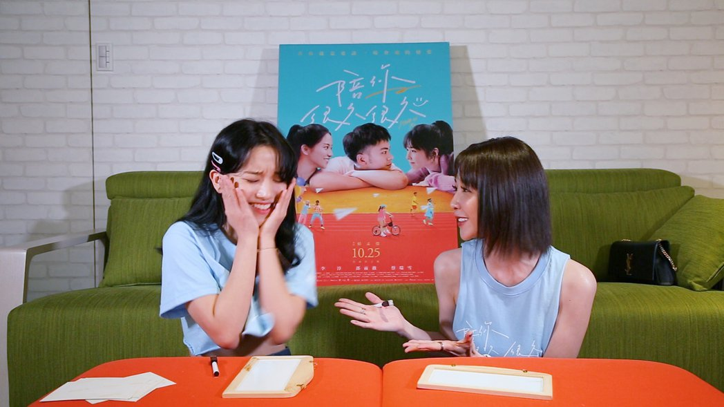 邵雨薇(右)特别担任蔡瑞雪的YOUTUBE频道嘉宾。 图/威视提供