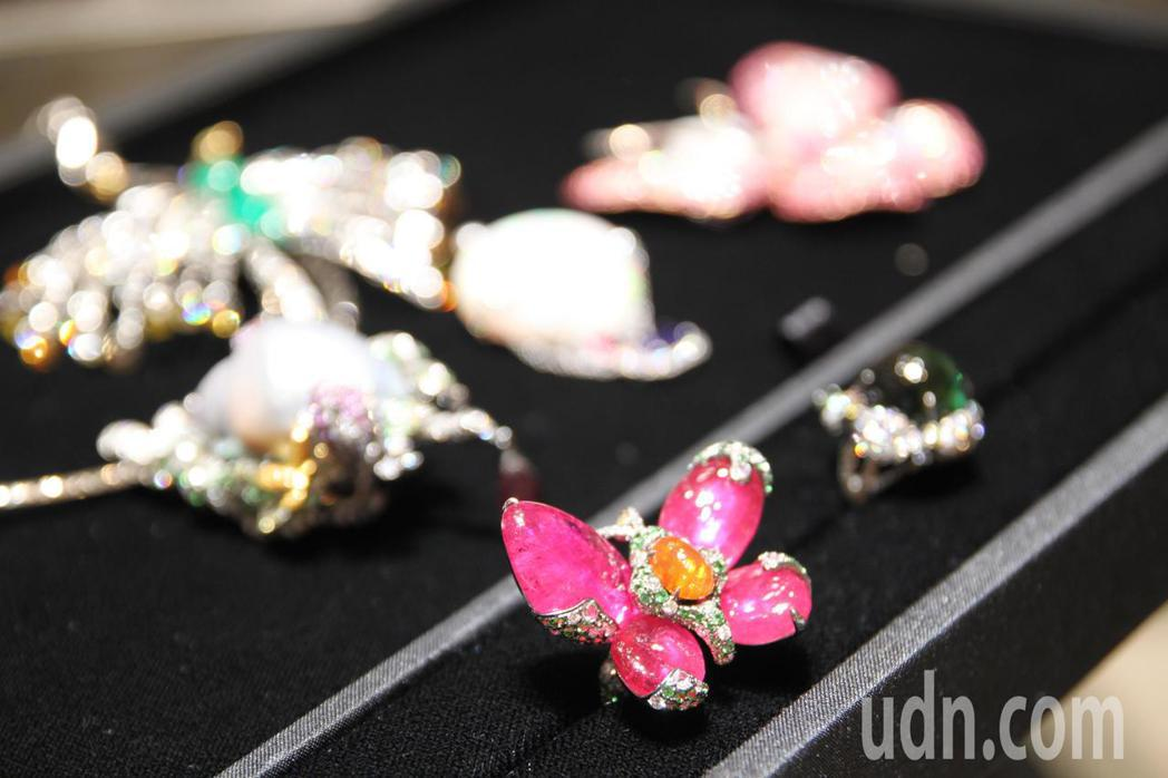 彭武瑜的店以寶石為主,除了紅藍寶,還有星石、貓眼石和有色鑽石等,且設計佳、稀有,...