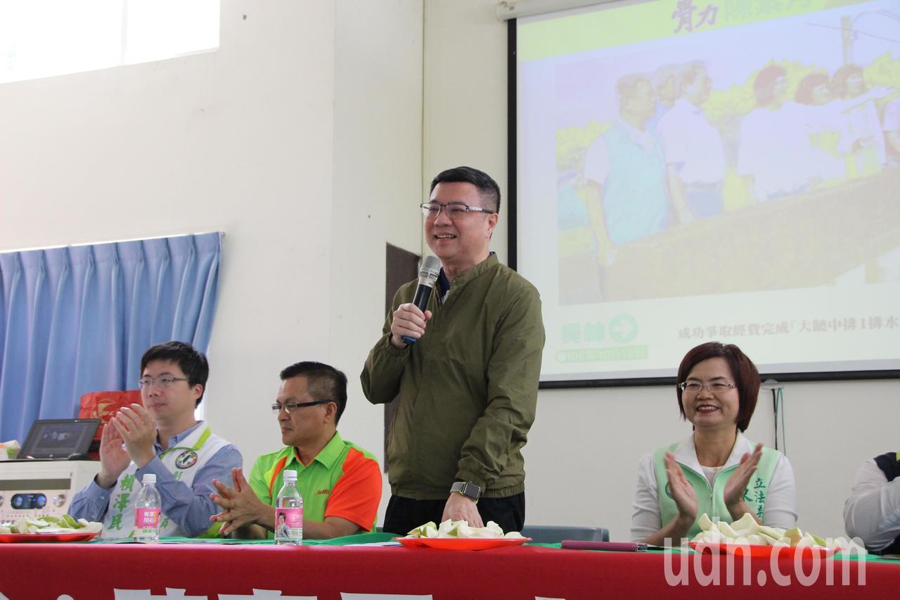 民進黨主席卓榮泰(中)今天到彰化為黨內立委參選人輔選。記者林敬家/攝影