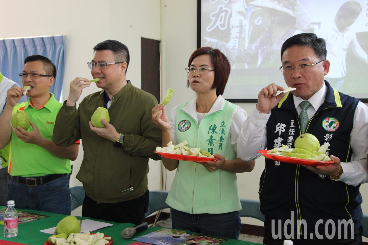 民進黨主席卓榮泰(左二)今天到彰化輔選。記者林敬家/攝影