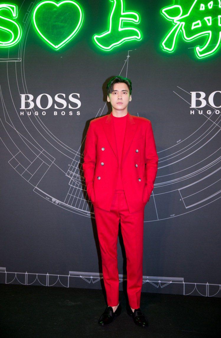 中國男星李易峰以鮮紅色西裝造型,出席BOSS 2020上海早秋大秀。圖/BOSS...
