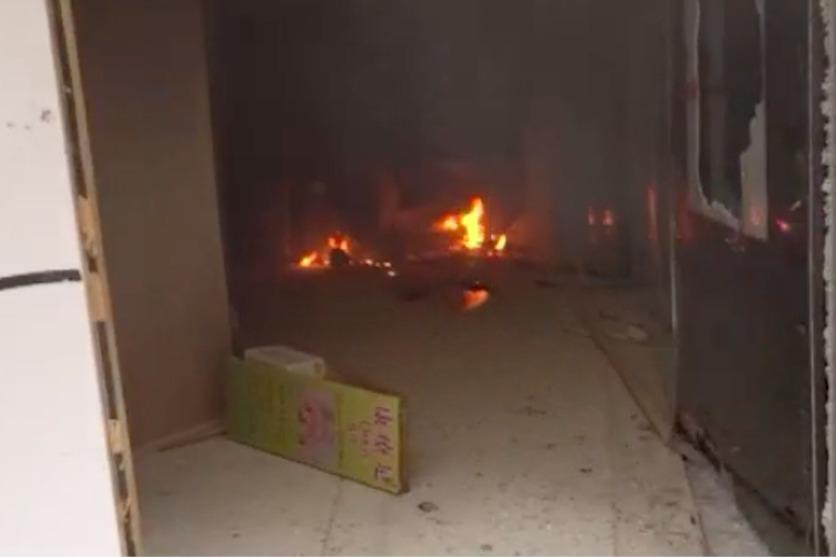 示威者廣東道中資銀行分行縱火。取自香港now新聞截圖