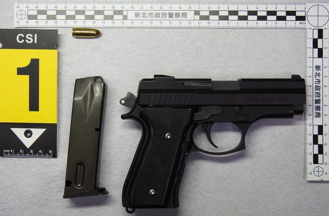 警方起獲犯案的改造手槍。記者林昭彰/翻攝