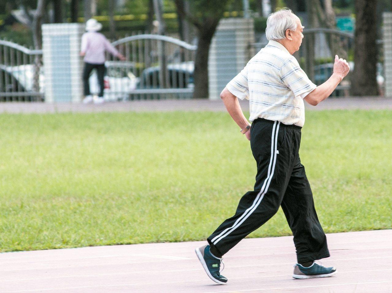 走路是最簡單的運動,了解自己適合的速度,才能真正走出健康。本報資料照片