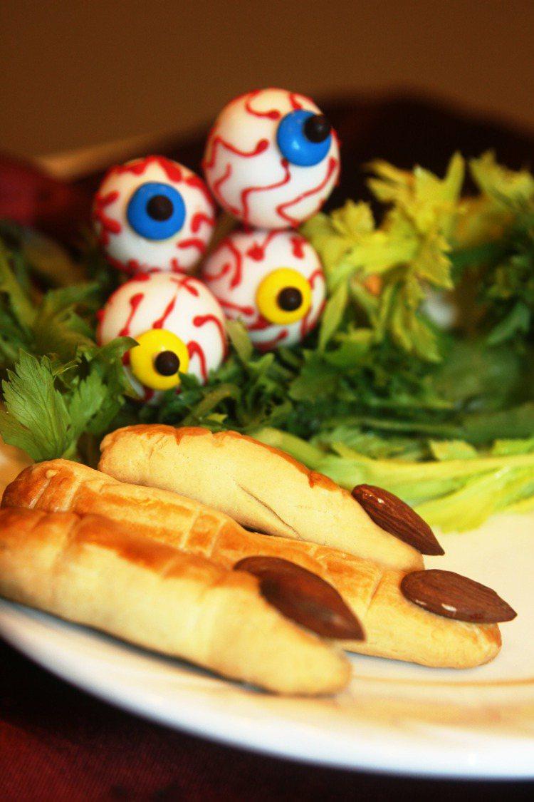 高雄國賓飯店萬聖節搞怪甜點─手指餅乾及眼球巧克力。圖/高雄國賓飯店提供