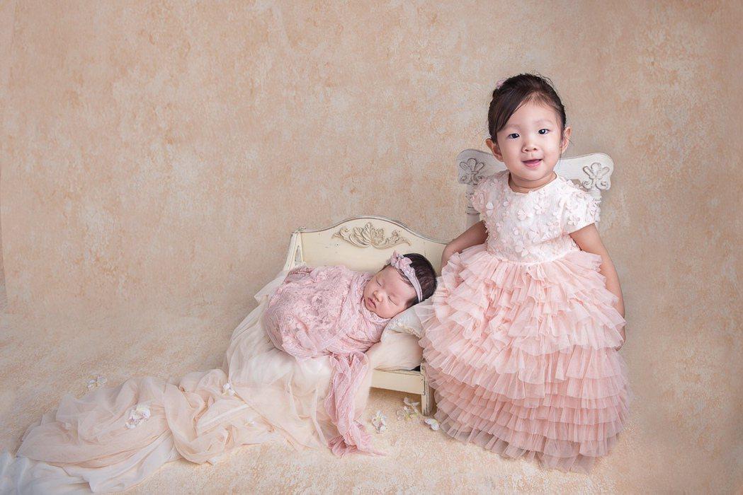 楊千霈的大女兒娃寶(右)和小女兒Q妹。圖/起士公爵提供
