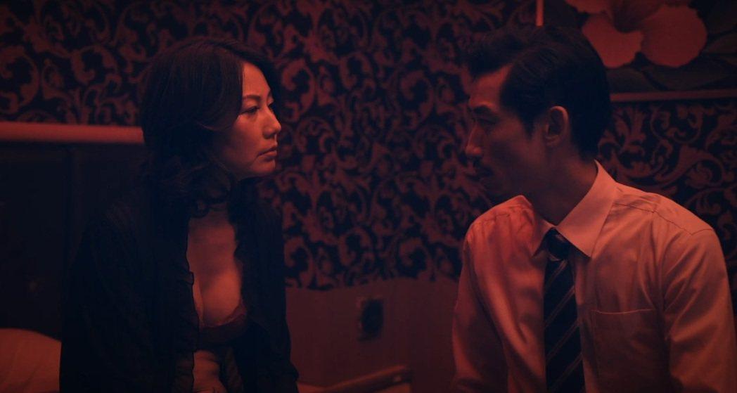 丁寧(左)與陳竹昇在「殘值」中上演激情戲。圖/公視提供
