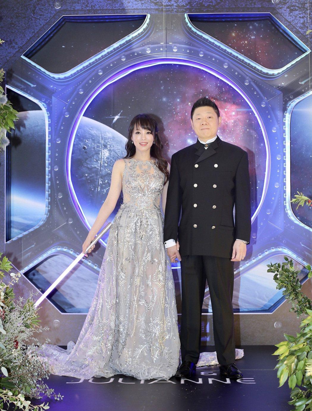朱蕾安(左)與老公張榮成舉辦「星際大戰」主題婚禮。記者許正宏/攝影