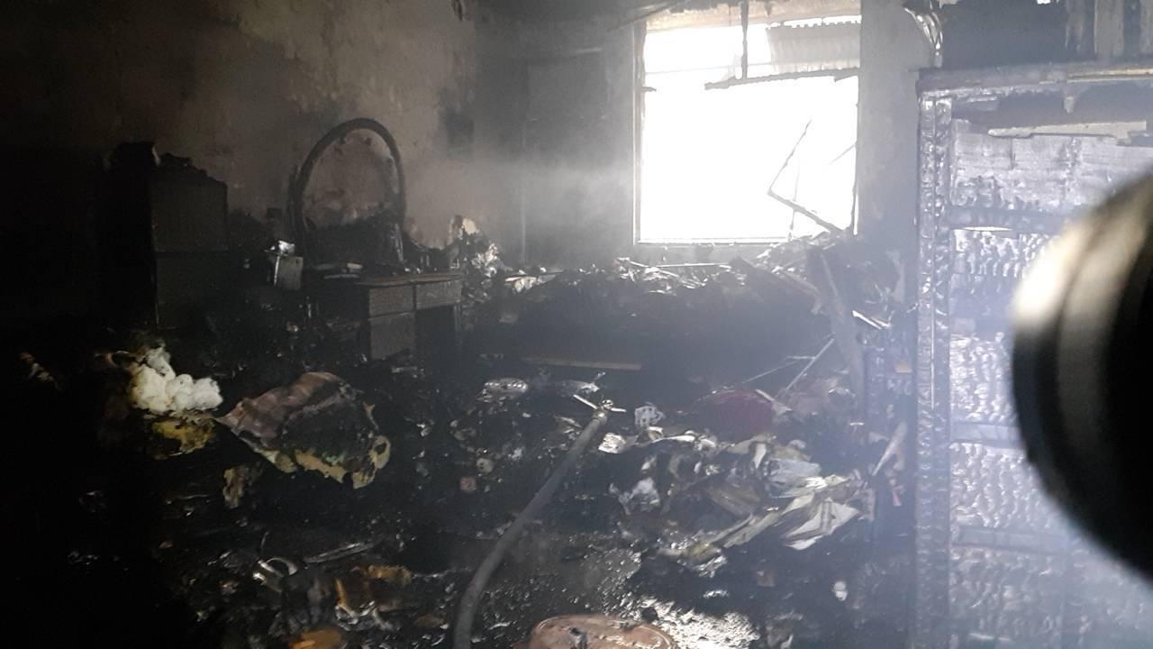 屋內被燒得焦黑。記者林伯驊/翻攝