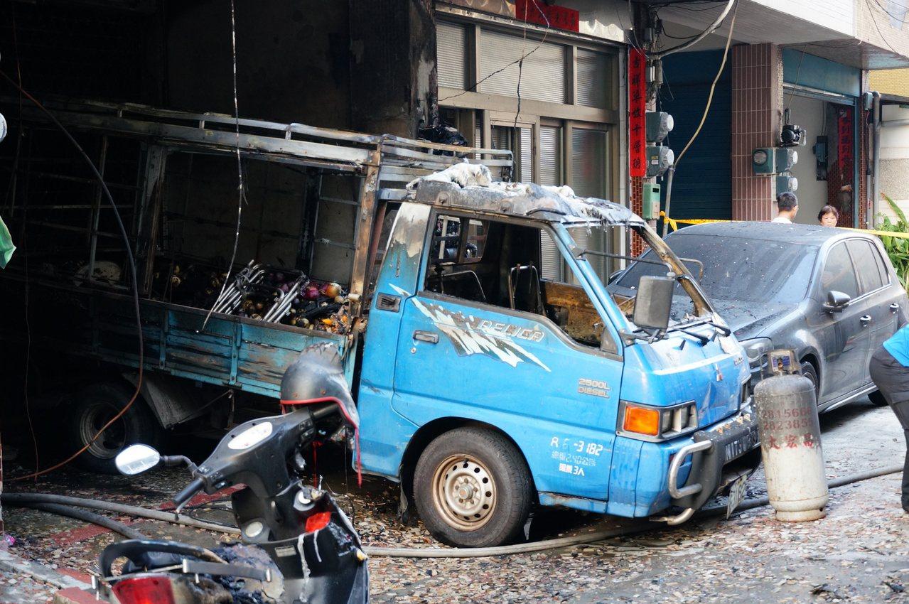 停放1樓的貨車。記者林伯驊/攝影