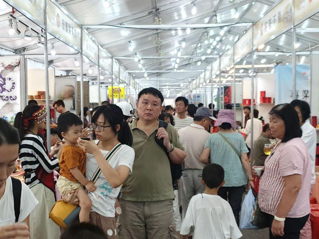 南投世界茶業博覽會今閉幕,為期11天吸引近60萬人次,銷售額突破8500萬元,參...