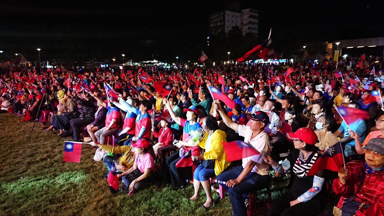 韓國瑜嘉義市晚會會場 今晚6點多2000張椅子已坐滿。記者卜敏正/攝影