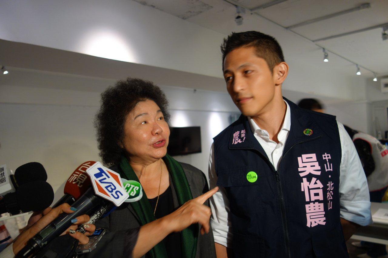 陳菊表示,台灣人民都很清楚,市長最重要的責任是把市政做好,韓國瑜有沒有放棄一個市...