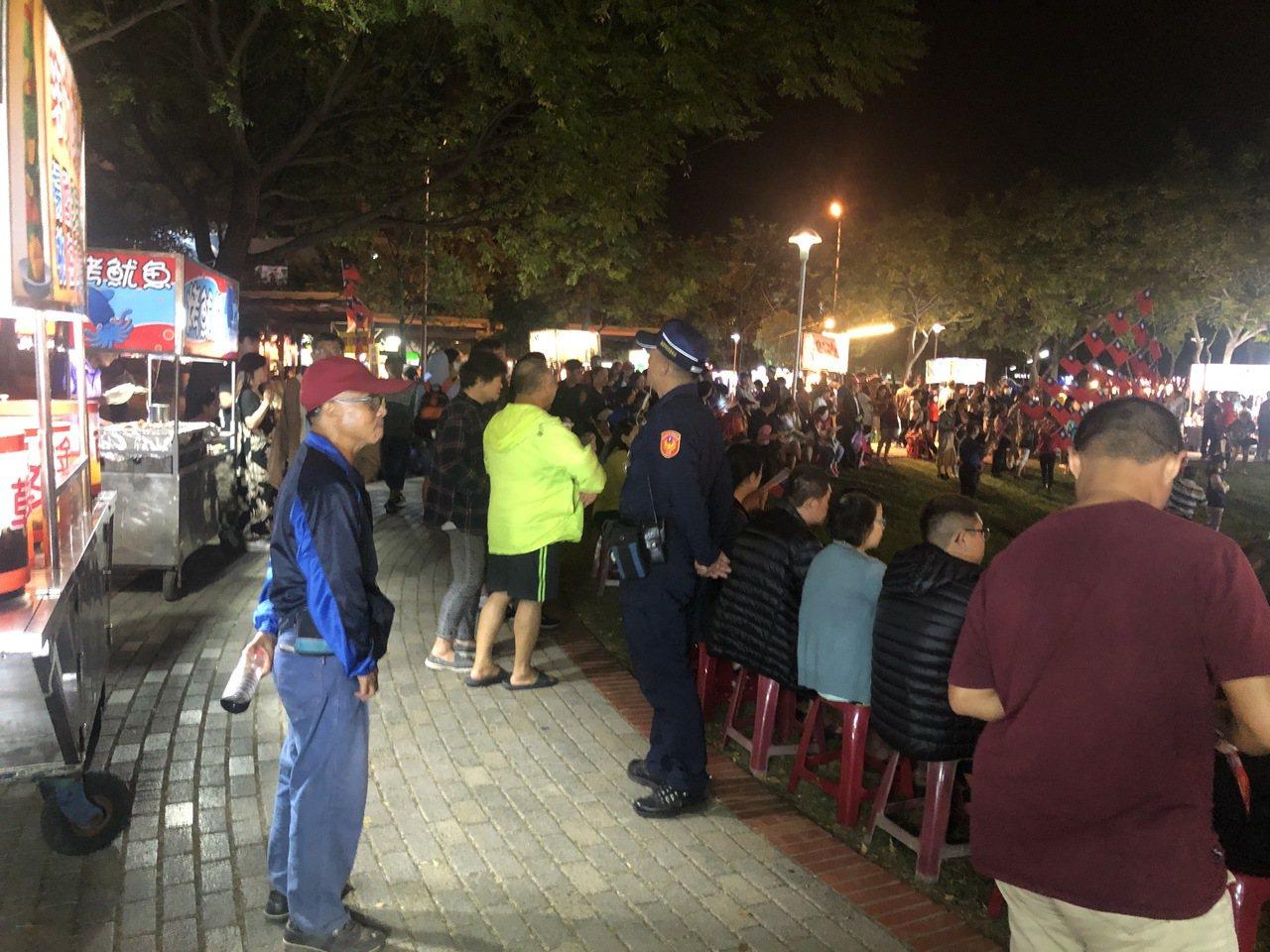 高雄市長韓國瑜昨晚在台南造勢會場遭蛋襲,今晚在嘉義市文化公園舉辦造勢大會,由於有...