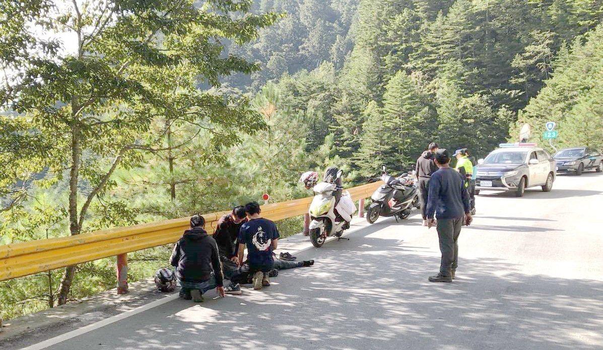 中橫公路關原路段123公里處,今天發生一名24歲侯姓男子騎機車,在彎道不慎打滑自...