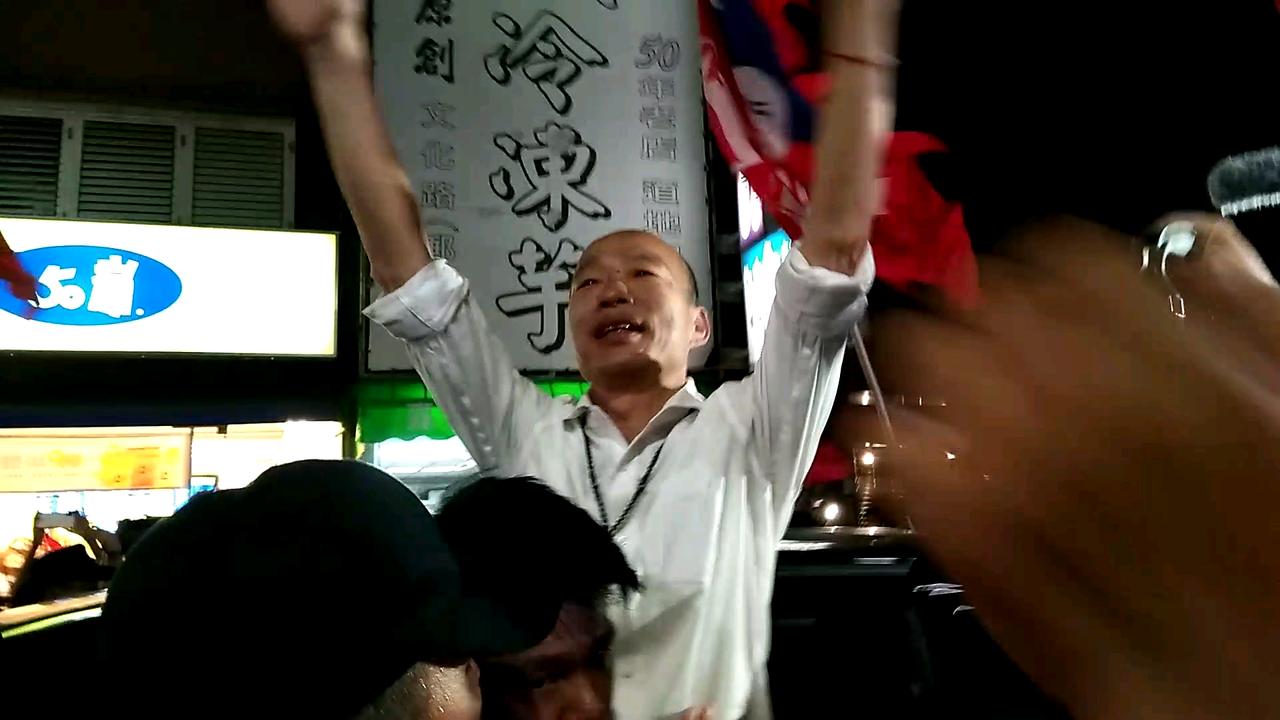 支持韓國瑜的民眾使得韓國瑜打消逛文化夜市的念頭。記者陳玫伶/攝影