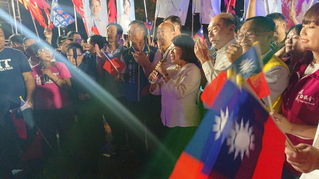 韓國瑜今晚在嘉義市文化公園舉辦晚會,嘉義市長黃敏惠表示,第1次在文化公園看到這麼...