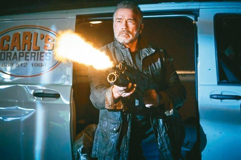 阿諾史瓦辛格寶刀未老,在「魔鬼終結者:黑暗宿命」有精采動作戲。 圖/福斯提供