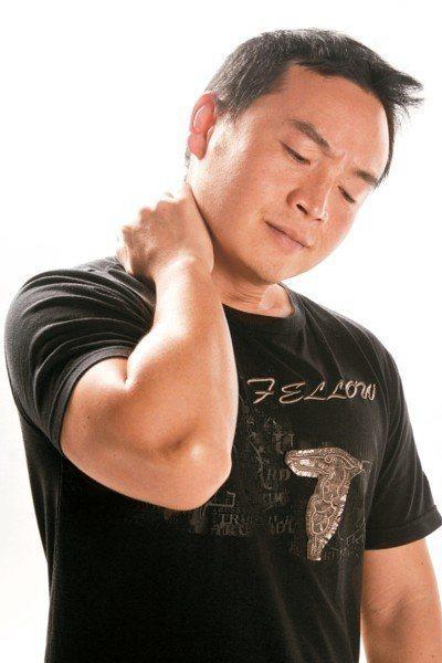 腦中風有年輕化趨勢,如果有不明原因頭痛、單側肢體偏癱,口齒不清等徵兆,應立即就醫...