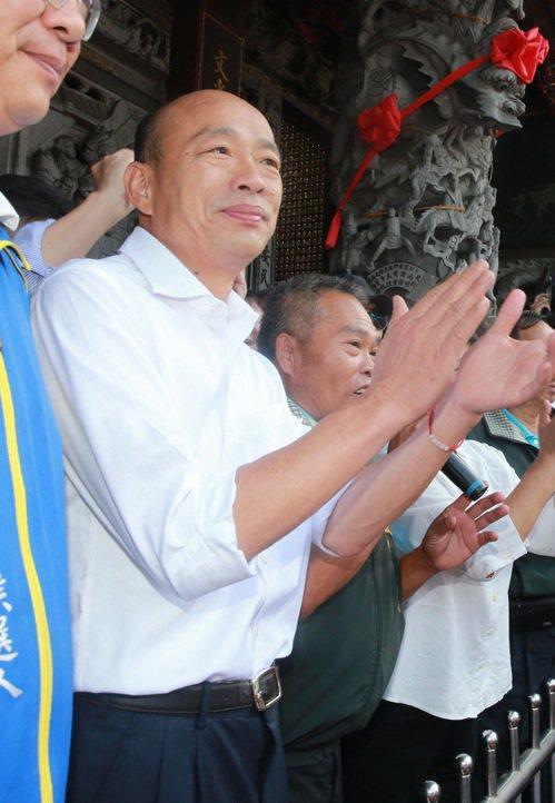 國民黨總統參選人韓國瑜上午前往嘉義文財殿參拜,韓國瑜表示這是他首次到財神廟參拜,...