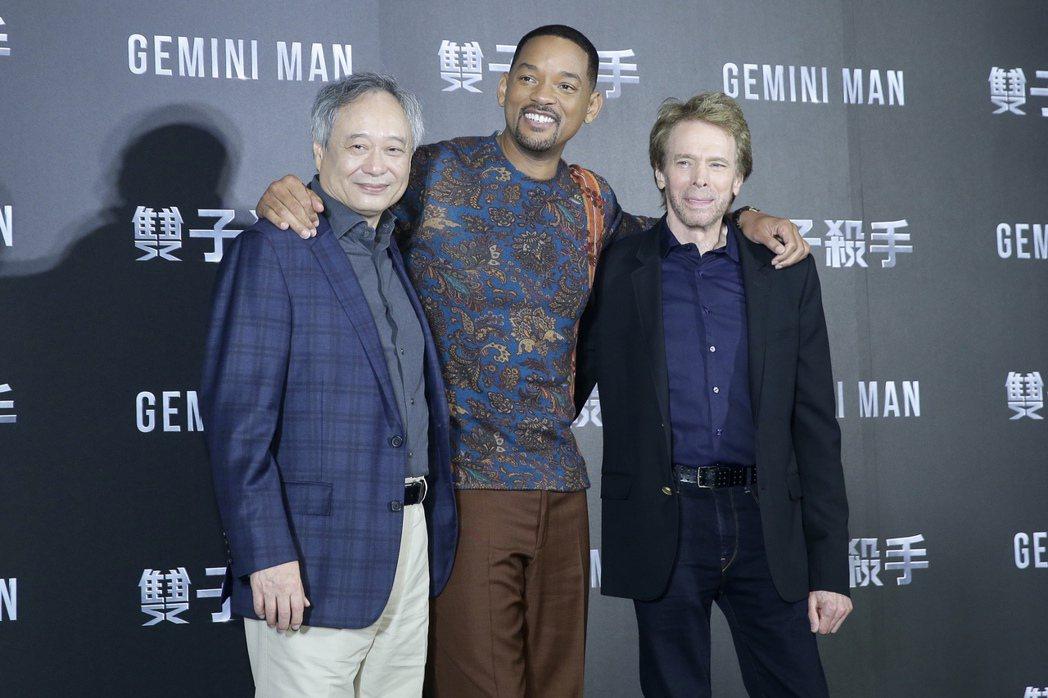 二度榮獲奧斯卡金像獎最佳導演獎的李安(左)偕好萊塢巨星威爾史密斯(中)、製片傑瑞...