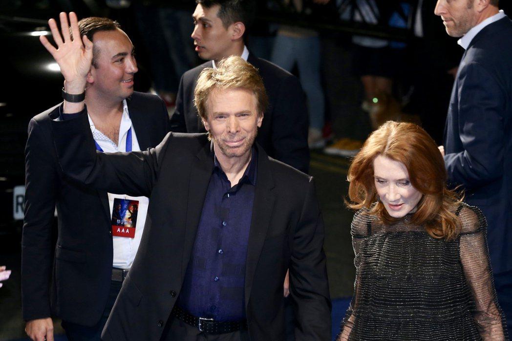 製片傑瑞布洛克海默(左前)晚上出席「雙子殺手」紅毯首映。記者林伯東/攝影