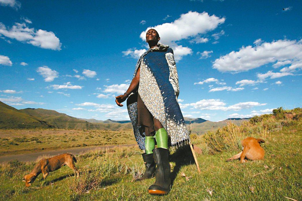 一名中國大陸投資人,正把賴索托(Lesotho)這個非洲小王國搞得天翻地覆,取得...