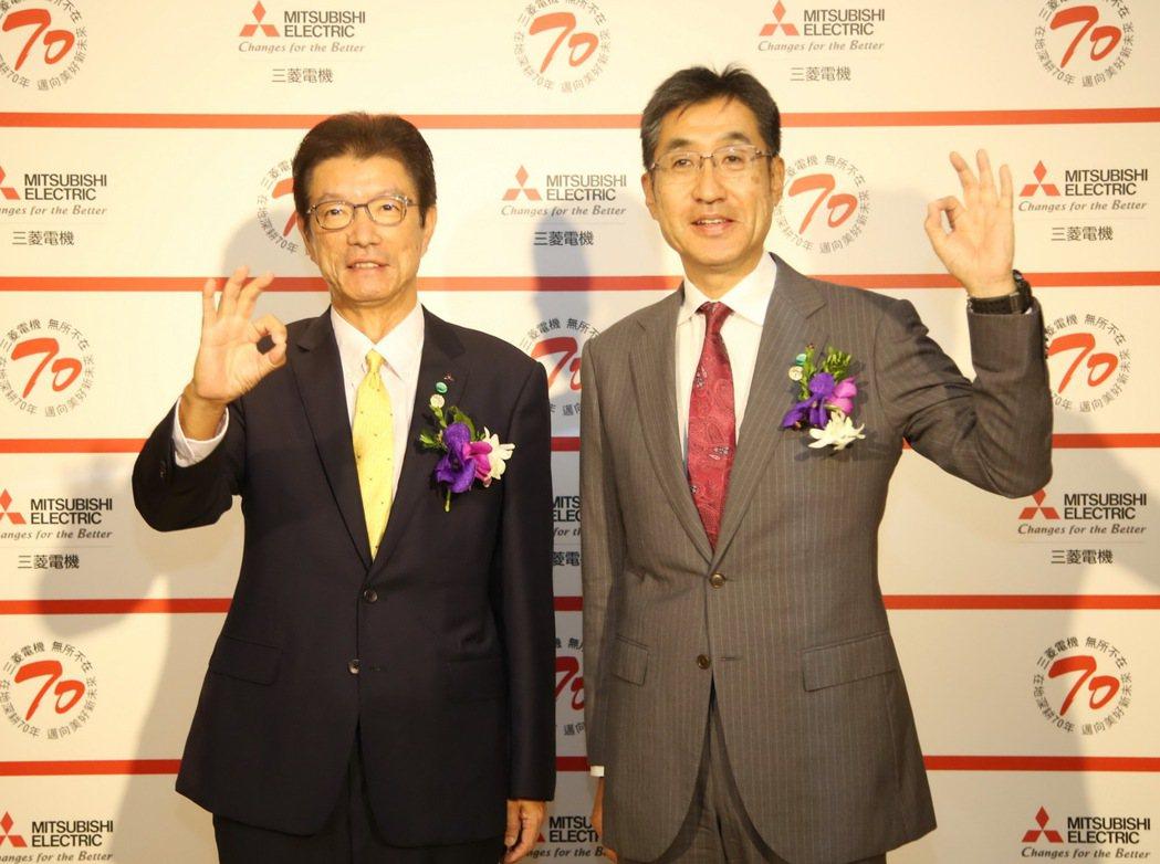 三菱電機台灣代表花岡尚夫(左)、三菱電機株式會社國際本部長松下聰於三菱電機在台成...