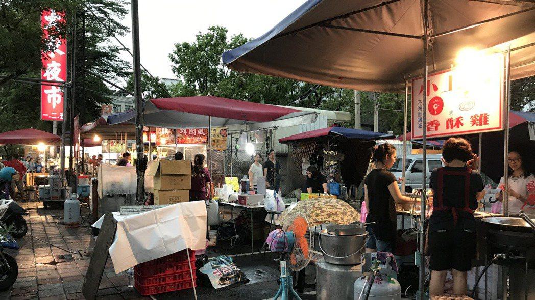 台南市大東夜市有許多遊客必來朝聖。 記者鄭維真/攝影