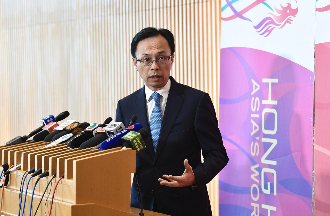 《施政報告》前家人買樓惹「偷步」疑雲 政制局長致歉 香港中國通訊社