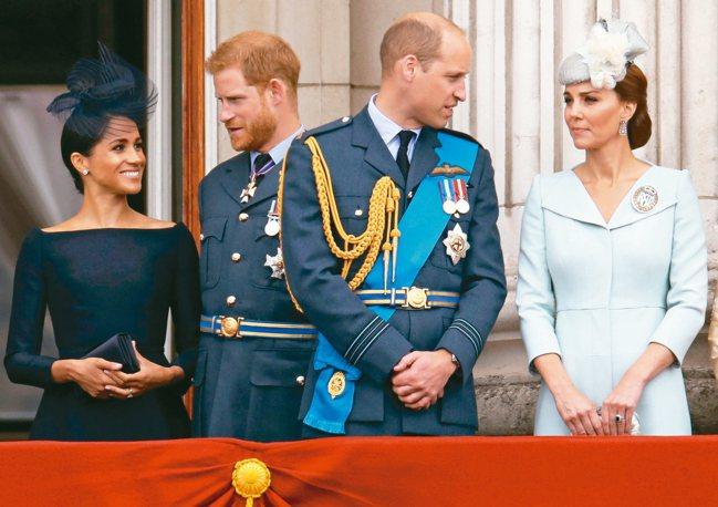 英國哈利王子受訪時首度承認和兄長威廉王子之間的緊張關係。圖為哈利與梅根(左二、左...