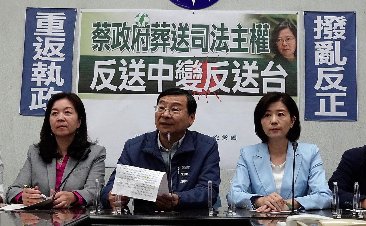 國民黨立委曾銘宗(中)。 記者鄭超文/攝影