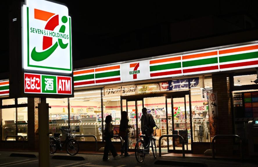 日本便利商店龍頭7-11今天宣布,8家分店將從11月起實施「非24小時營業」,在...