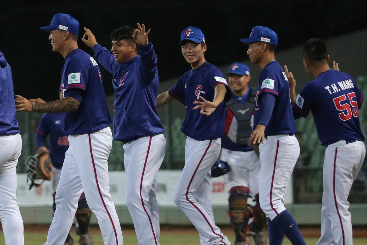 亞錦賽中華隊主要陣容,將於28、29日與世界12強棒球賽古巴代表隊打2場交流賽。...
