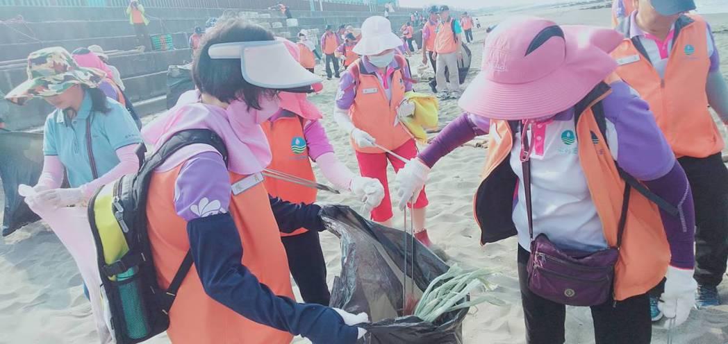 淨灘活動是永續環境的起點,第六河川局響應環境永續。第六河川局/提供