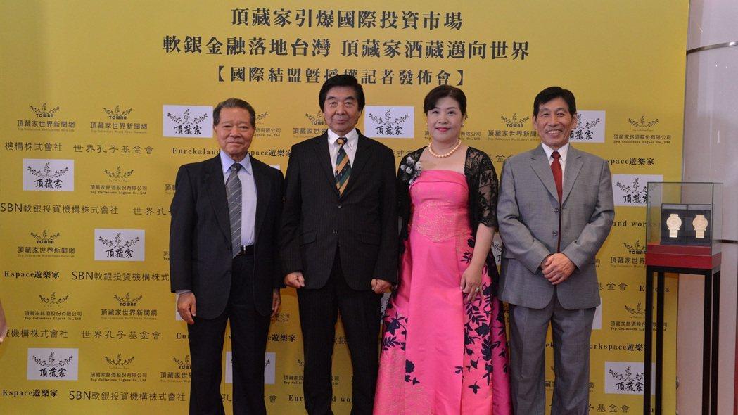 創辦人與SBN會長芳賀元鑑(左二)合影。 頂藏家/提供