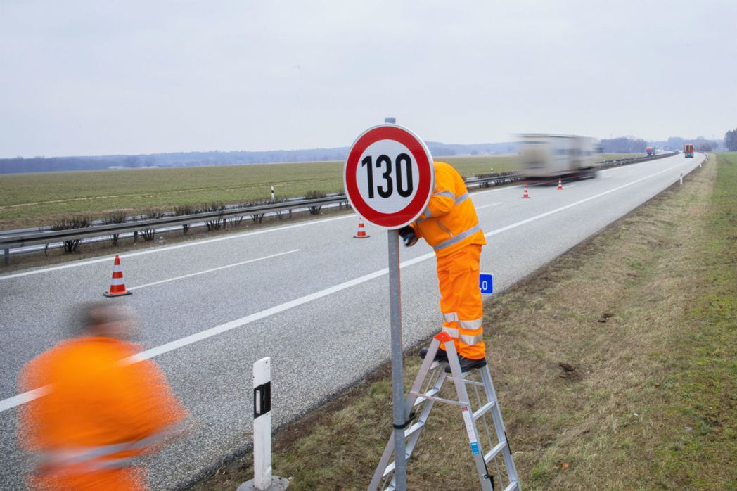綠黨希望將速度限制設置為每小時80英里(每小時130公里)。  摘自the...