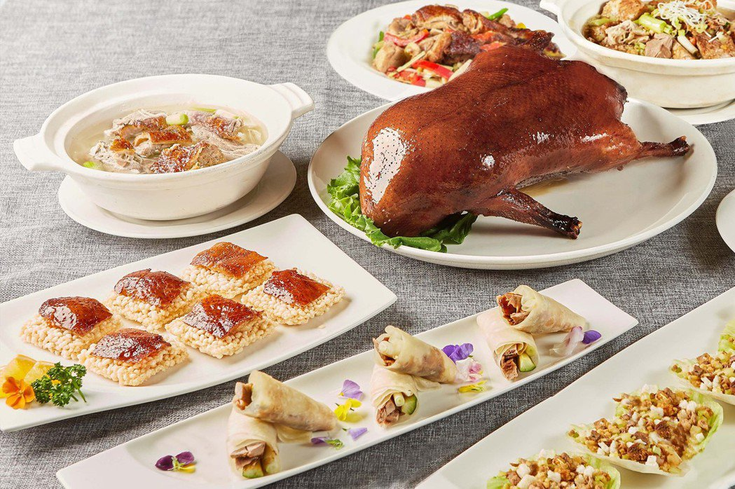 以中華料理聞名的玉蘭軒,這次旅展推出「主廚經典片鴨兩吃券」及「套餐超值餐券」,適...